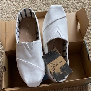 BRAND NEW NWT Venice Collection White Canvas Toms